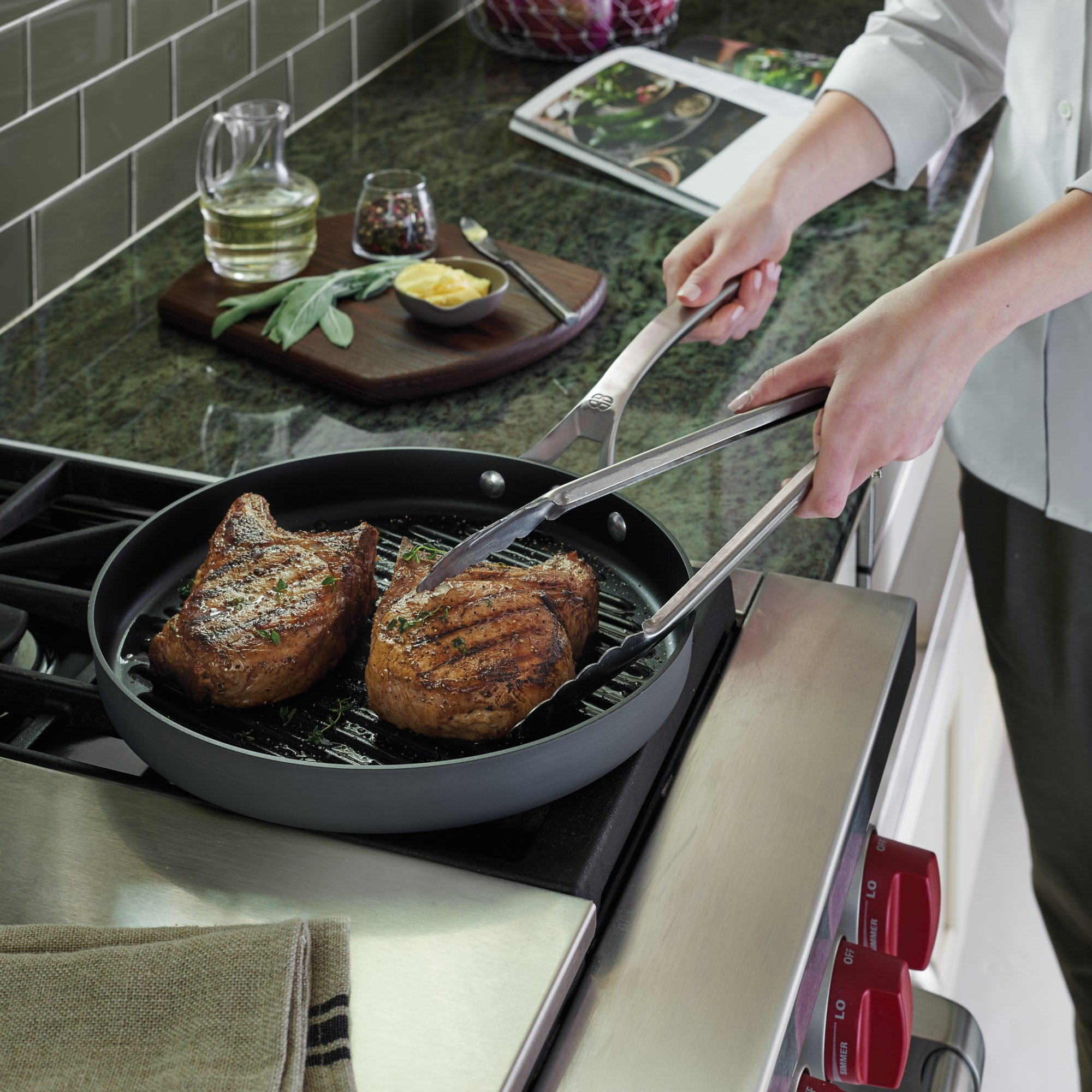 Calphalon Signature Nonstick 12 In Round Grill Pan