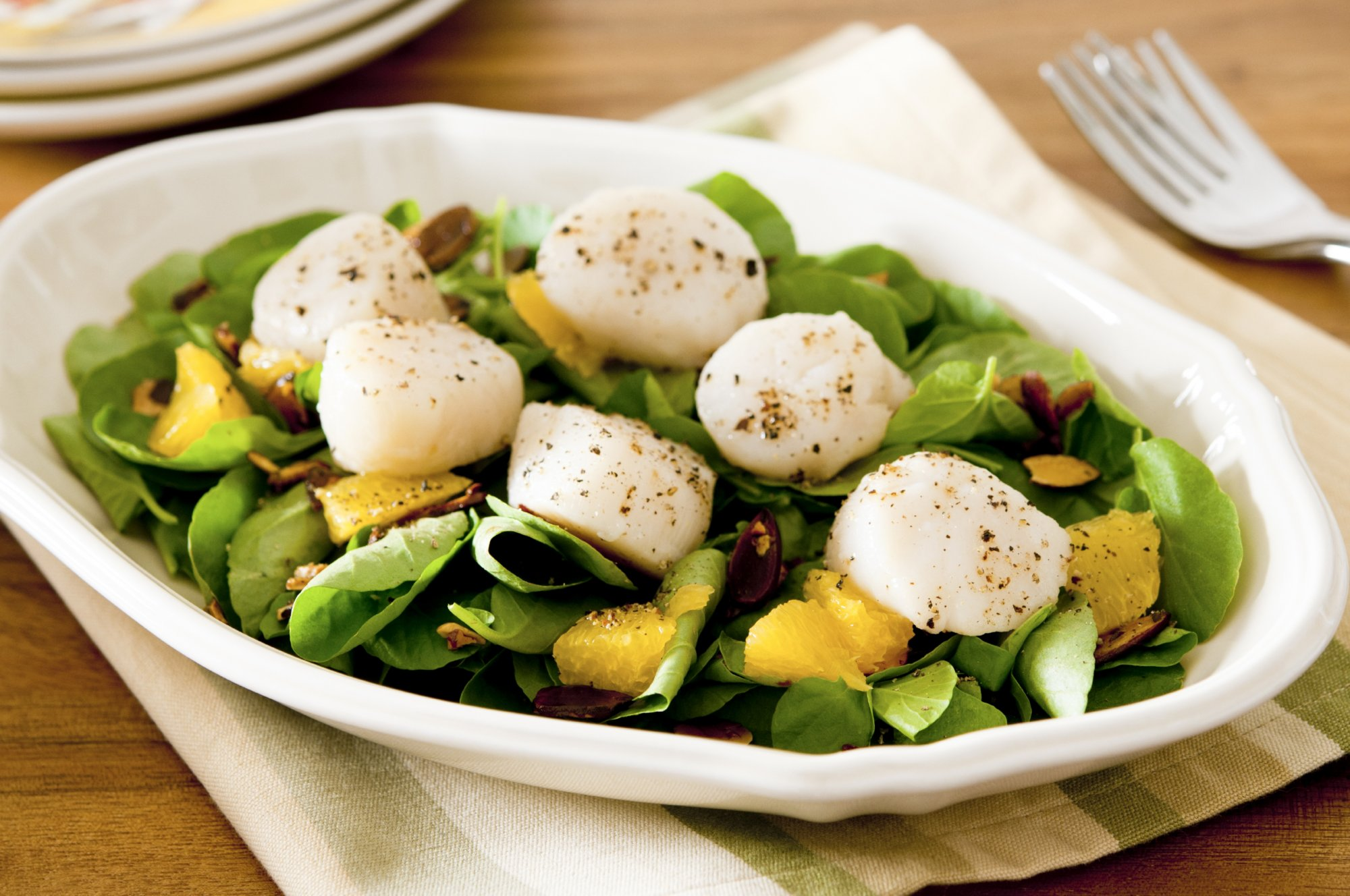 frisee_salad_with_seared_scallops