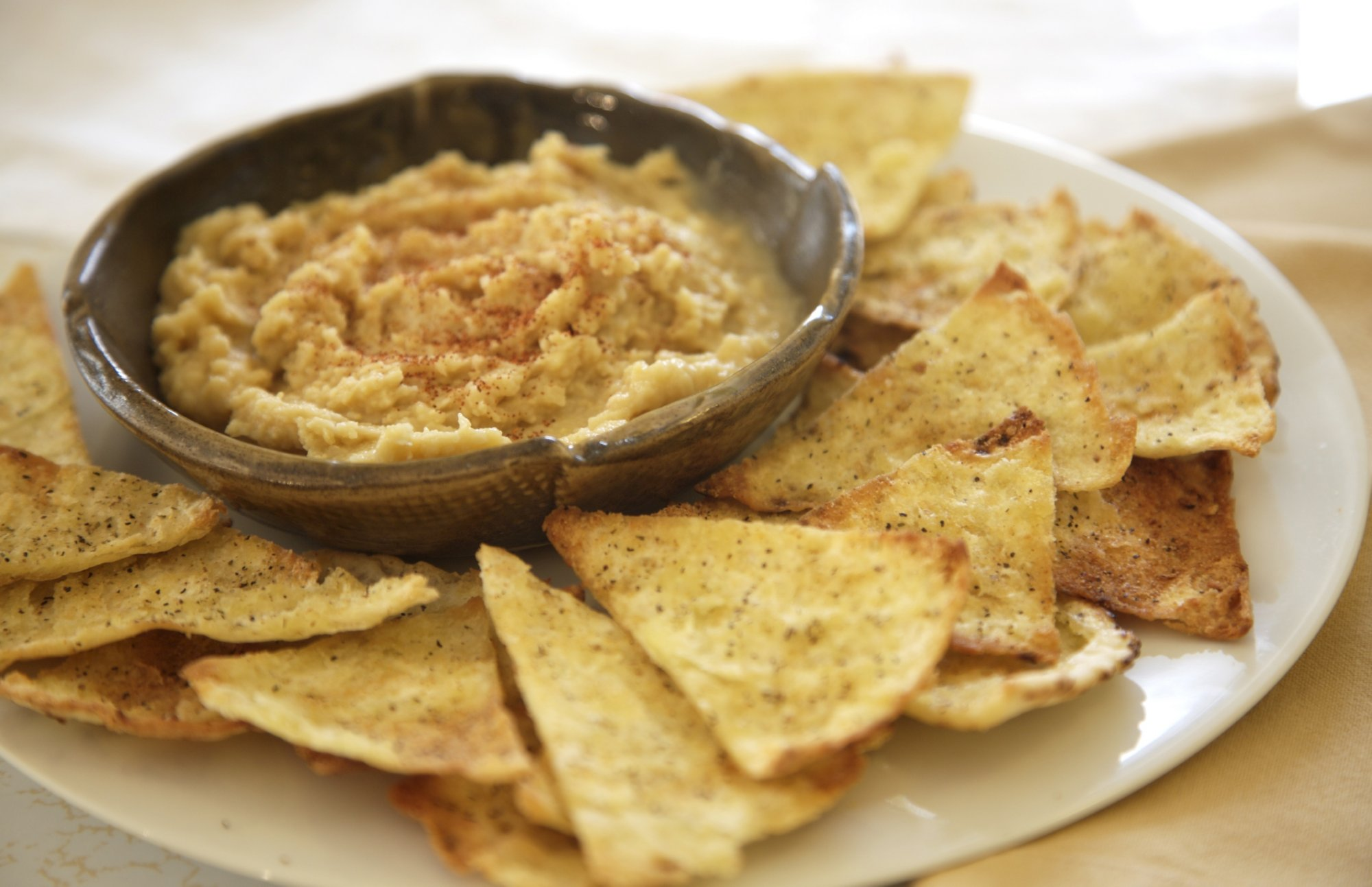 hummus_and_pita_chips