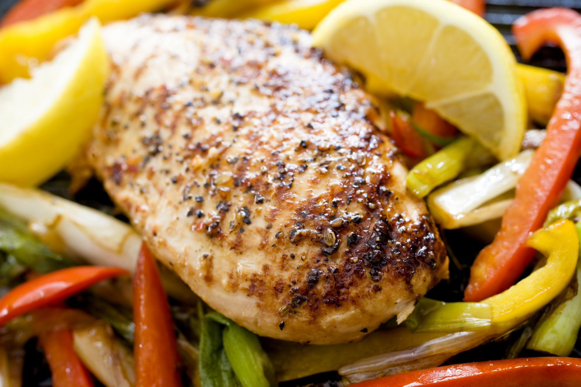 lemon_grilled_chicken_over_peppers