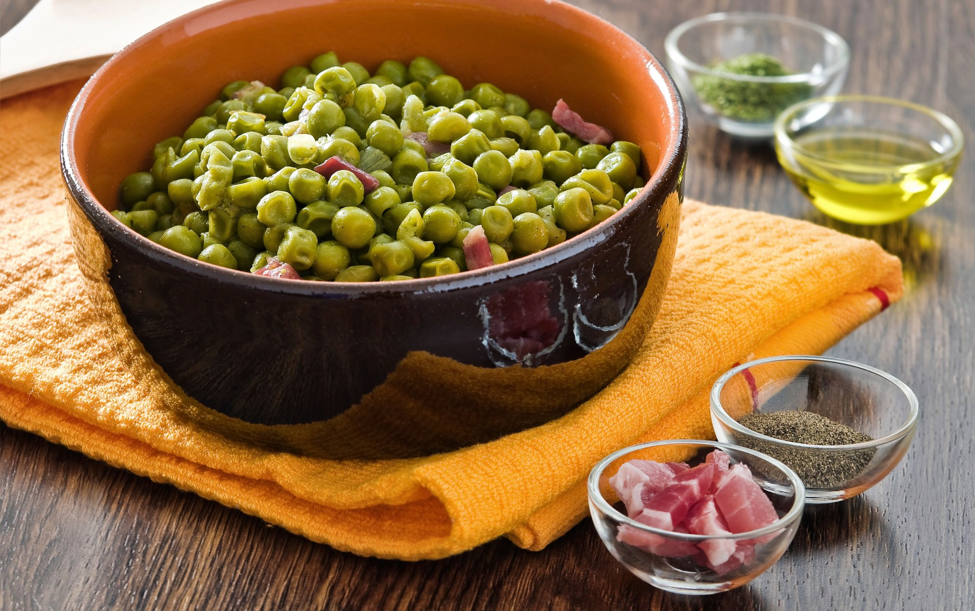 peas_with_thyme_and_prosciutto_crop