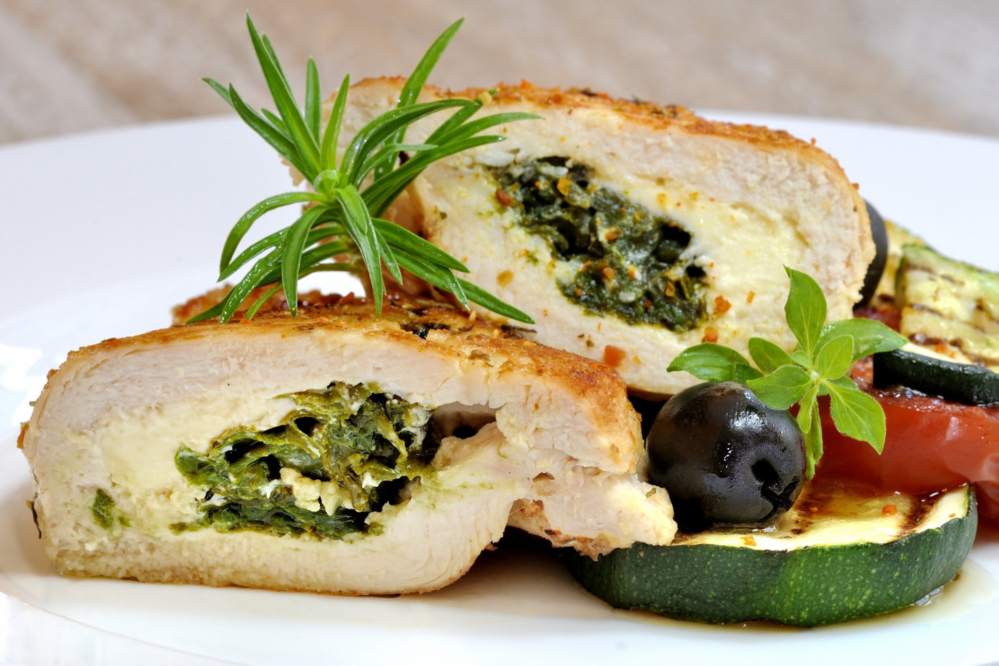 spinach_gruyere_stuffed_chicken