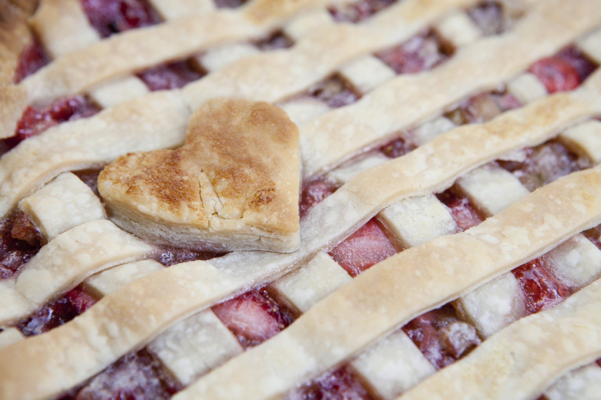 strawberry_rhubarb_lattice_pie