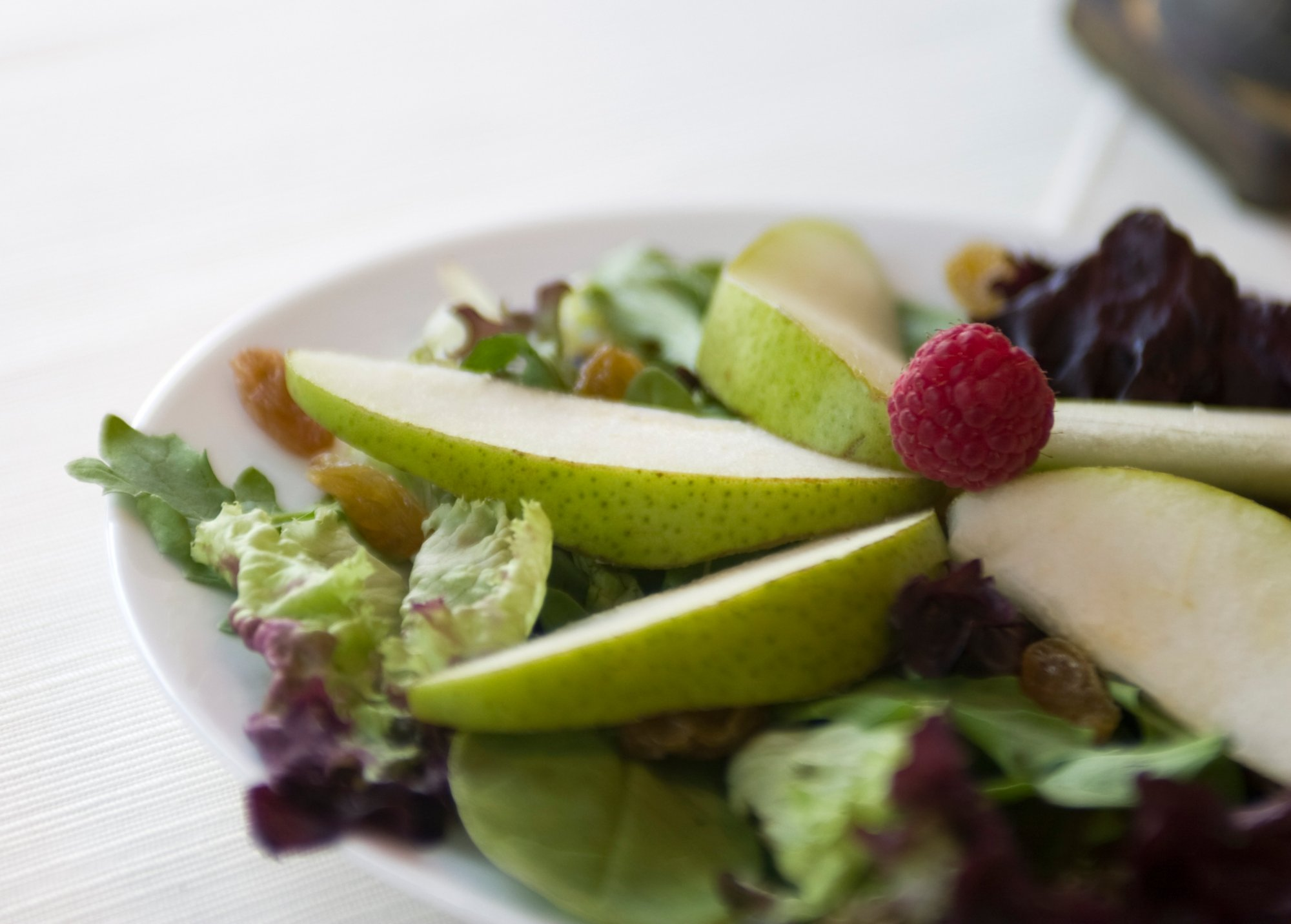 winter_greens_salad_with_pears_crop