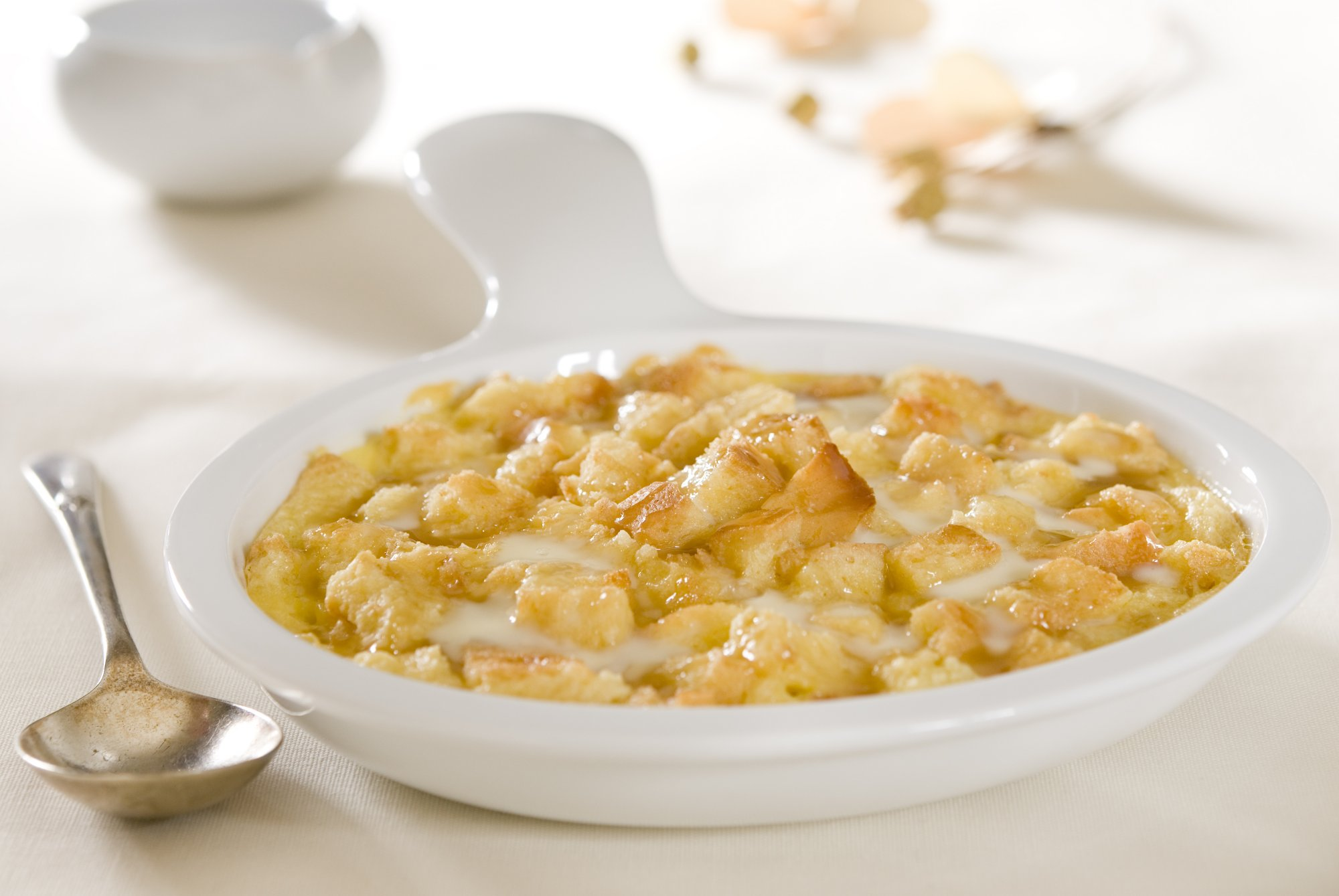 apple_bread_pudding_with_sauce