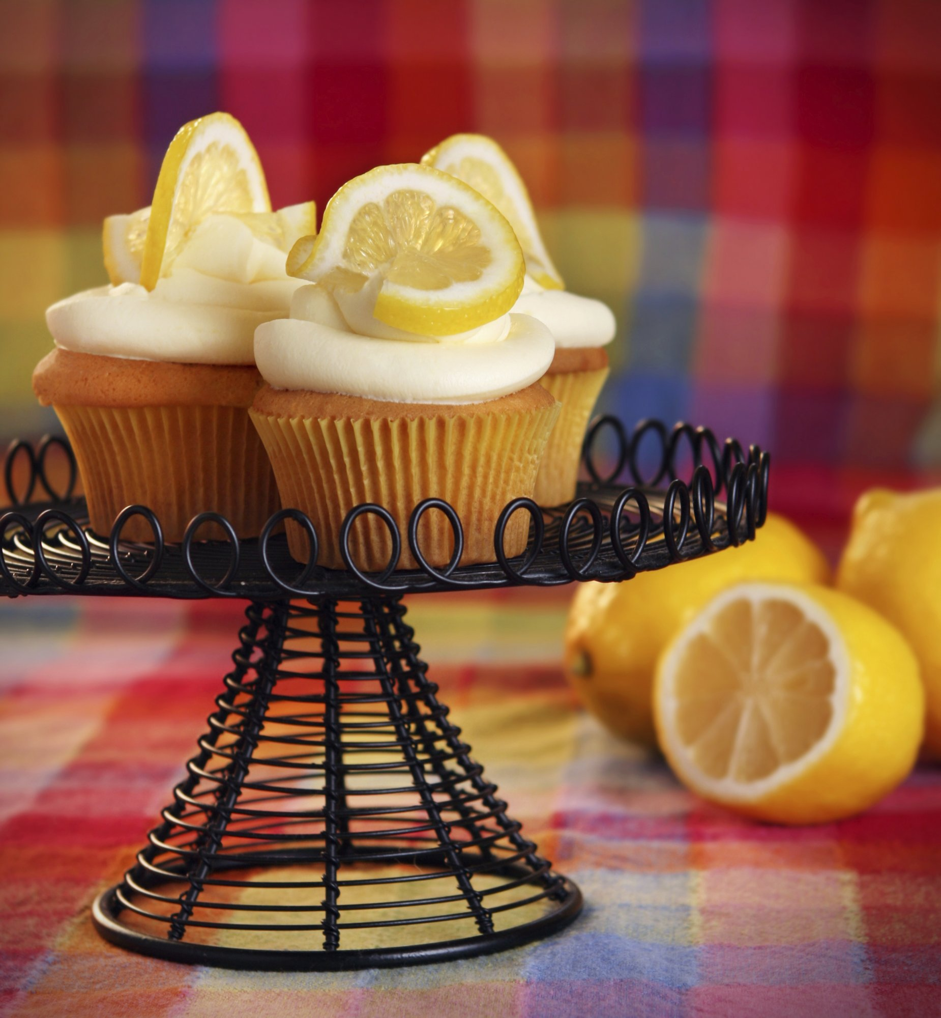 lemon_cupcakes_with_lemon_crm_chz_frosting