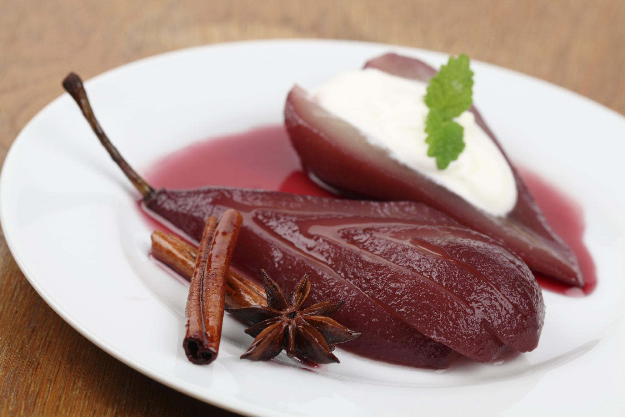 poached_pears_in_red_wine_cinnamon