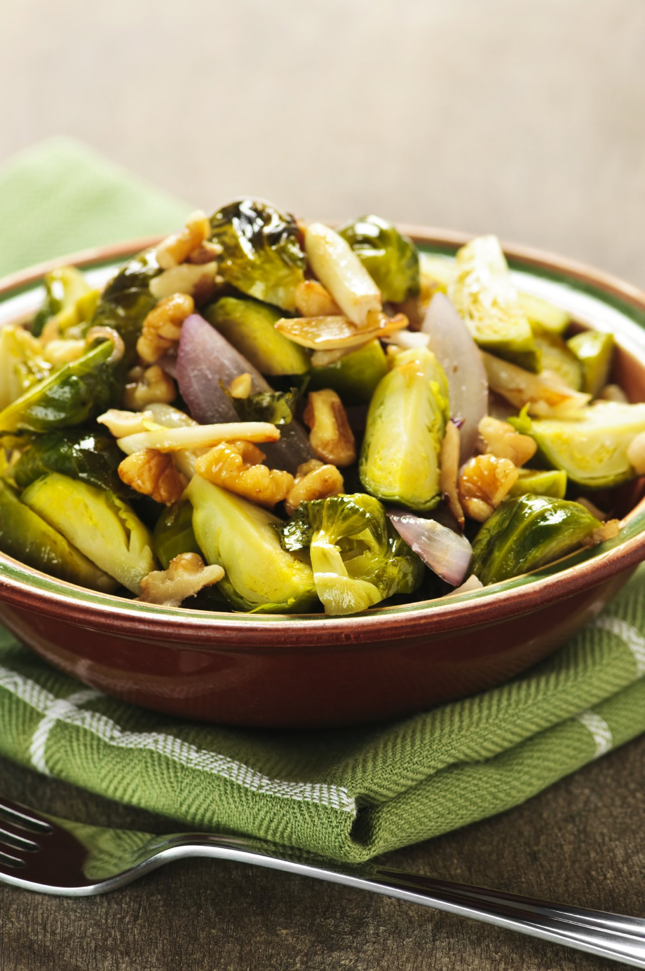 sauteed_brussels_sprouts_with_shallots_and_walnuts