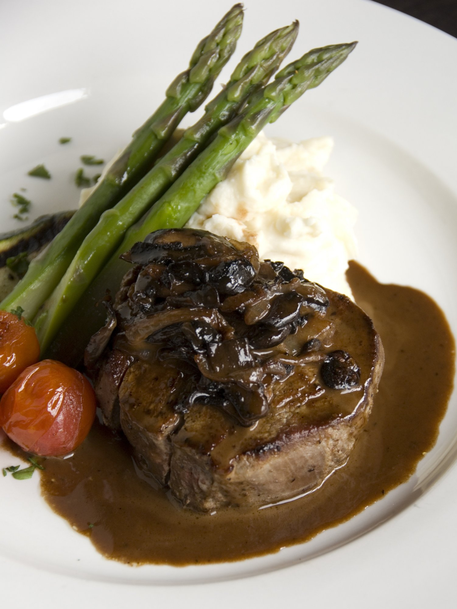 sirloin_steak_with_portabella_mushrm_sauce_crop