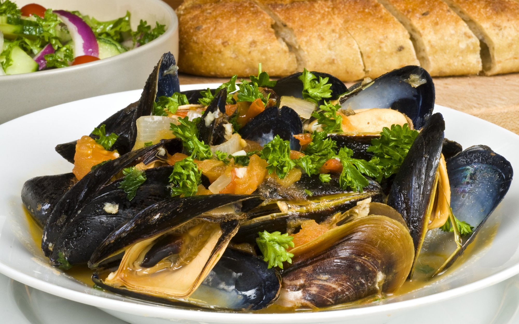 steamed_mussels_with_tomatoes_and_garlic