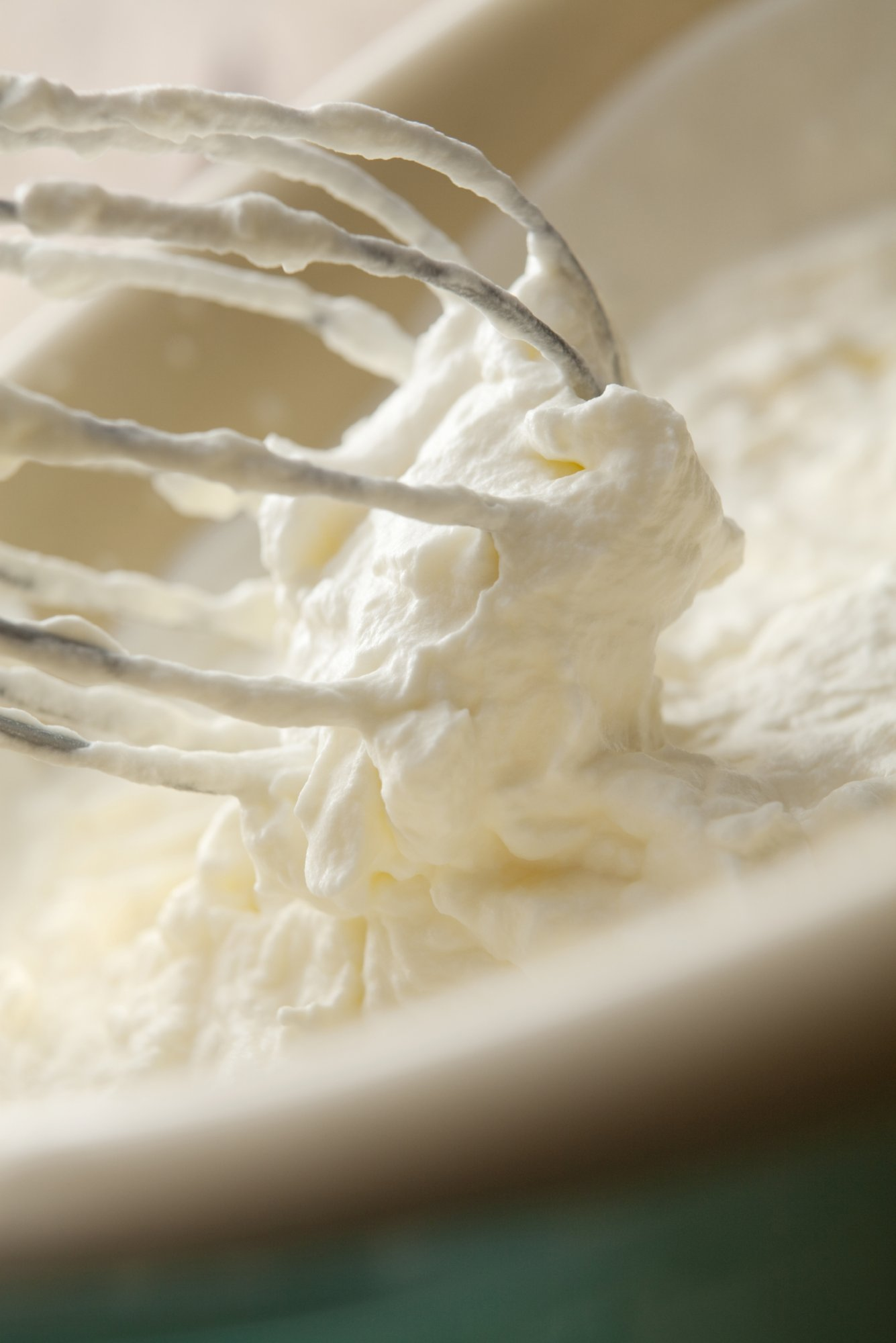 whipped_cream_with_whisk